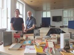 <i>Wochenzeitung DIABOLO:</i><br />Am richtigen Ort<br />Förderverein internationales Fluchtmuseum übergibt Bücher an Jugendkulturarbeit e.V.
