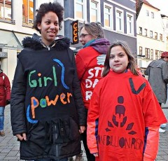 <i>Wochenzeitung DIABOLO:</i><br />Tanzend gegen Gewalt<br />One Billion Rising am Lefferseck in Oldenburg